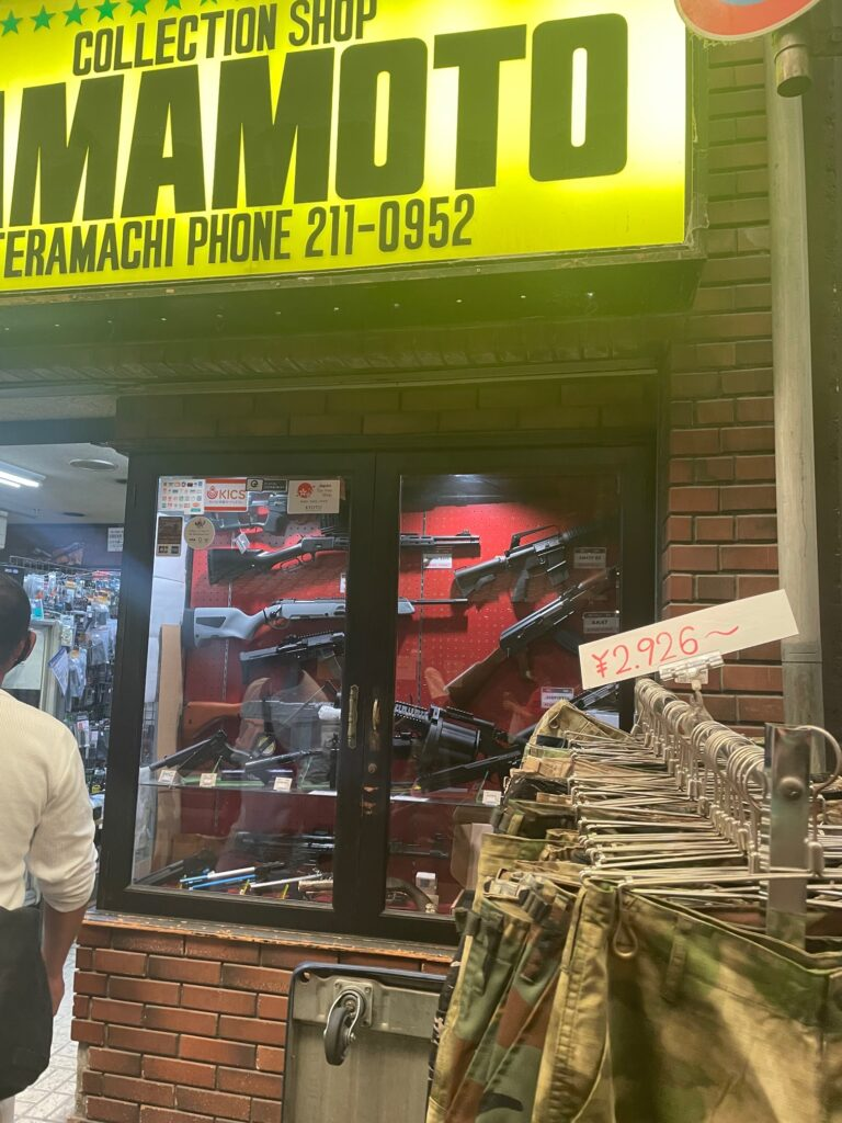 Color photo of a store that sells replicas of American guns